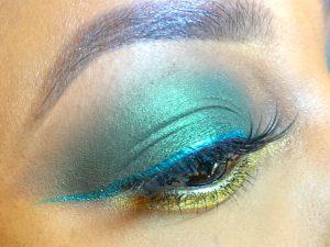 green eyeshadow gold blend