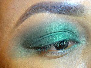 green eyeshadow blwnd