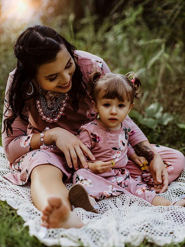 makeup hair mom daughter